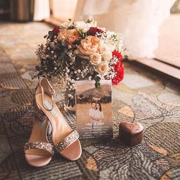 Perfect details of a perfect day.  What special elements would you include in your detail shot? . P