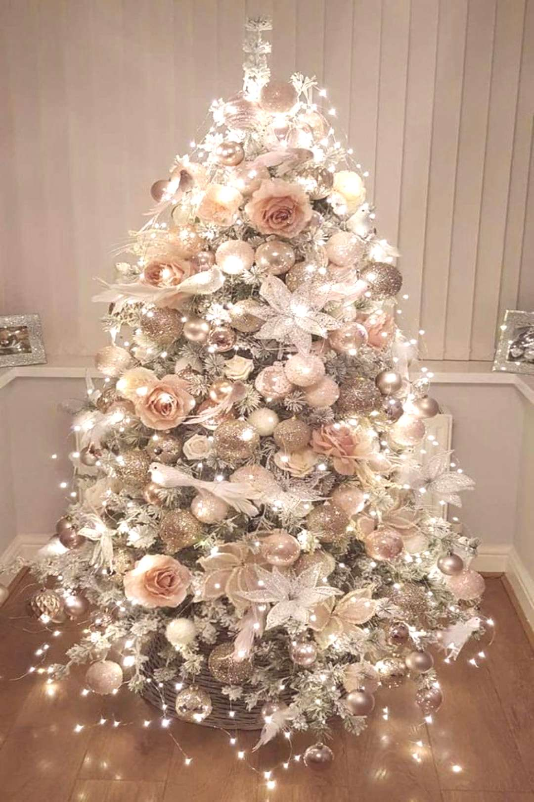 50 beautiful ideas to decorate your Christmas tree in different styles - -