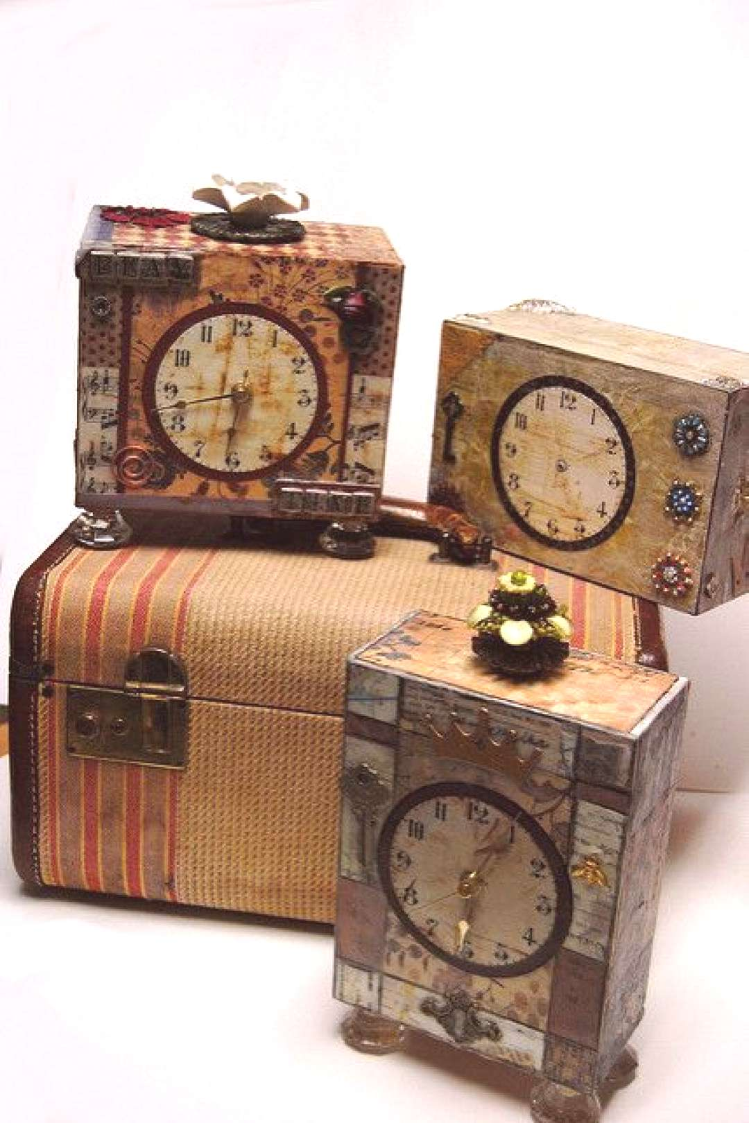 Altered Cigar box Clocks   Inspired by Lisa Kaus, be sure to…   Flickr