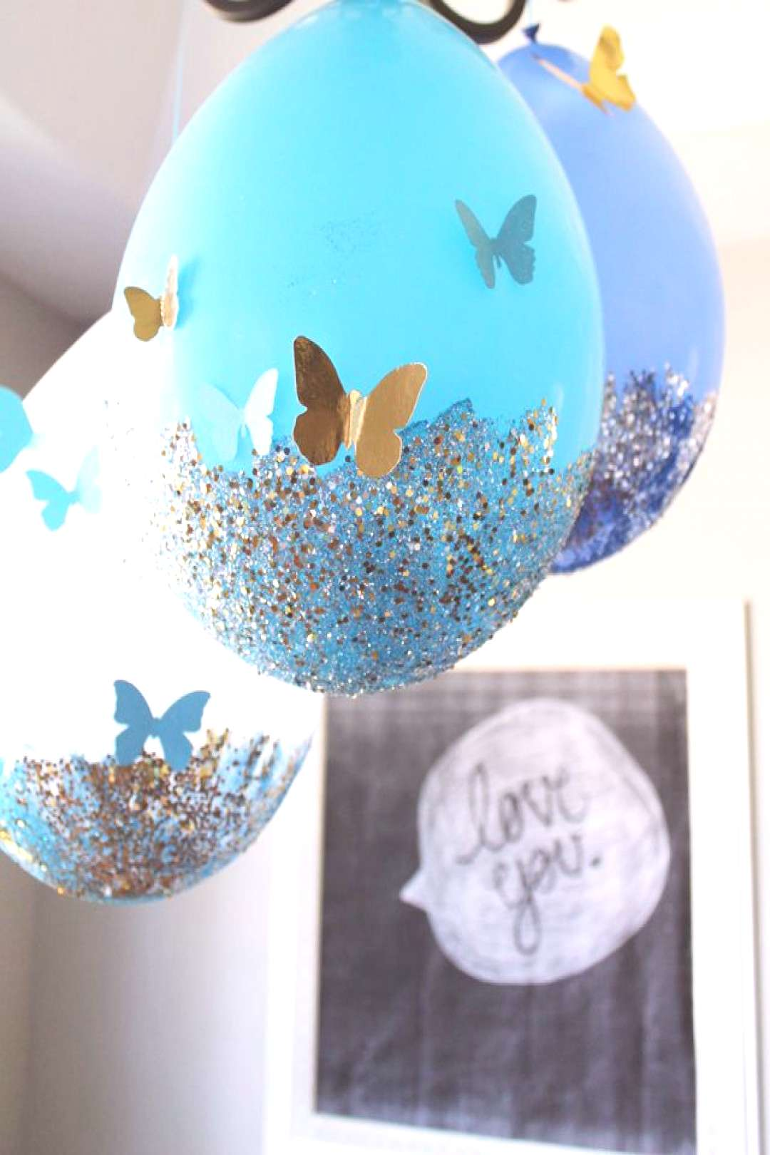 Here is the highly requested tutorial for my glitter dipped balloons! Since my daughter's Sleepin